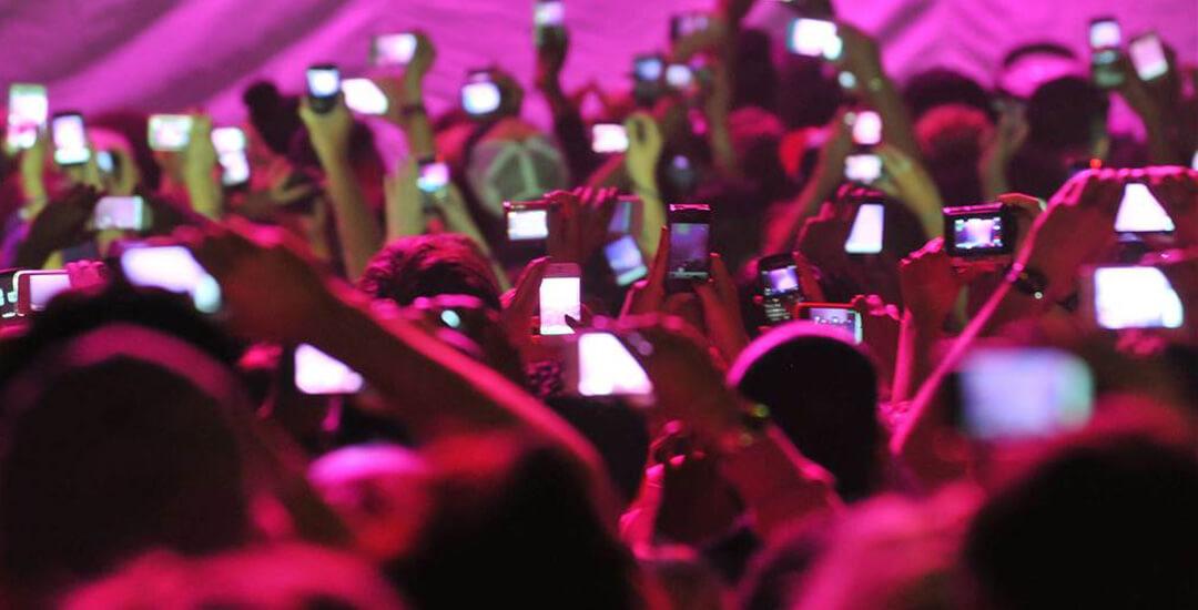 The Last Unicorn, una agencia de eventos diferente, organización de eventos con wow, ¿es momento de prohibir los télefonos móviles en los eventos musicales?